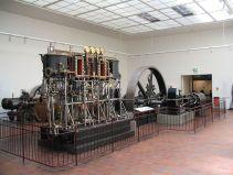 1280px-Dampfmaschine_Deutsches_Museum