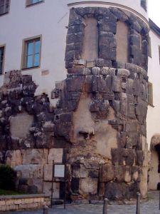 450px-Regensburg-porta-praetoria_2