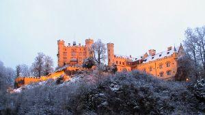 1024px-DE_Bavaria_Hohenschwangau_castle_Nov