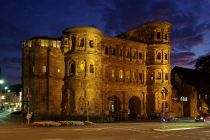 1200px-Trier_Porta_Nigra_BW_4