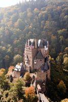 Burg Eltz (10561166416) by Dirk Vorderstraße