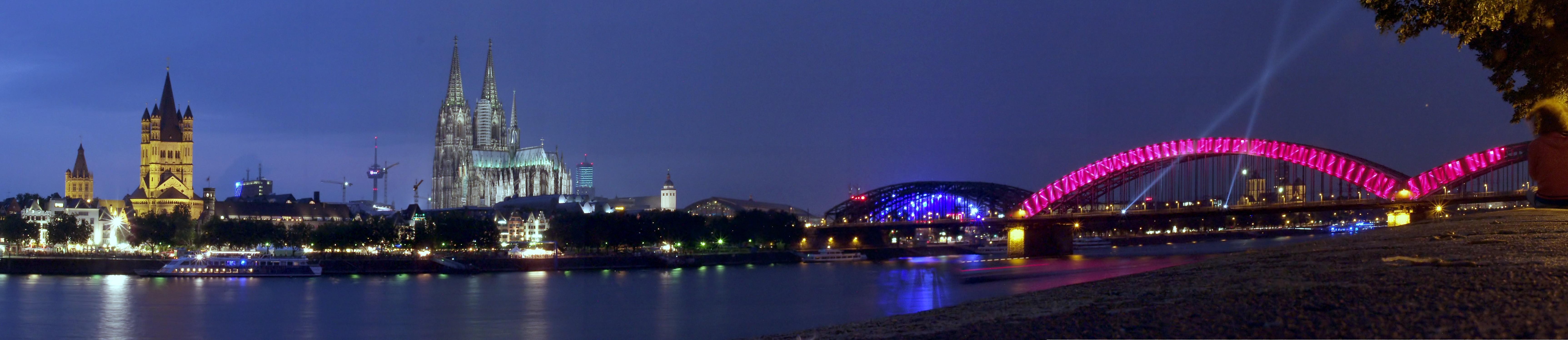 Koeln - Rheinpanorama bei Nacht