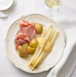 pargel-mit-gekochtem-Schinken-und-neuen-Kartoffeln-aeaf985292c54244bc463951383311d8_et2014050161